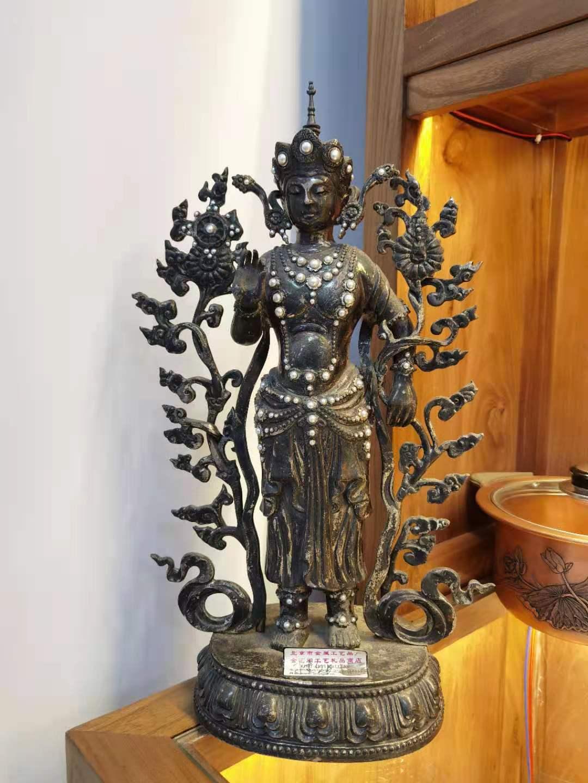 纯银锻錾嵌珍珠佛像