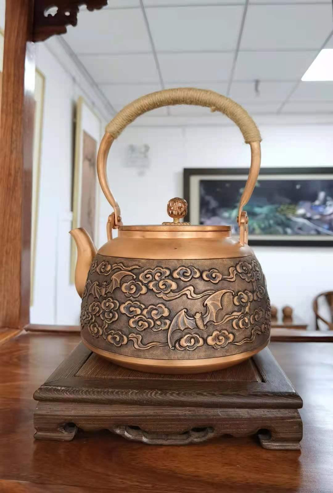紫铜锻錾五福临门铜壶