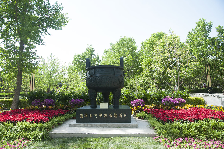 """""""劳模鼎""""——劳模绽光芒 建功新时代"""